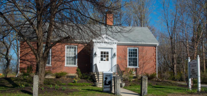 Photo of Paul Memorial Library, Newfields, NH